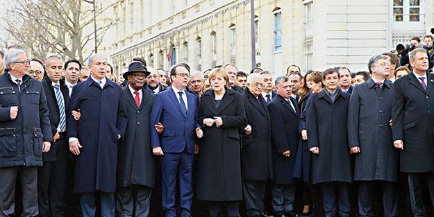 İtalya Başbakanı Matteo Renzi, 'Türkiye'de gazeteciler tutuklanıp bazı yayınların kapatılması emri verilirken Başbakan Ahmet Davutoğlu'nun Paris'te Charlie Hebdo katliamını protesto yürüyüşüne katılmasının biraz sırıttığını' söyledi