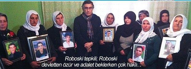 Hasan Cemal, Roboski'de yas tutan annelerle. 28 Aralık 2011 akşamı Şırnak'ın Roboski köyünde sınırdan sigara ve petrol yüklü katırlarla geçmeye çalışan ve 19'u reşit yaşta olmayan 38 Kürt köylüsü TSK uçaklarıyla bombalandı. Bombardımanda 34 kişi hayatını kaybetti