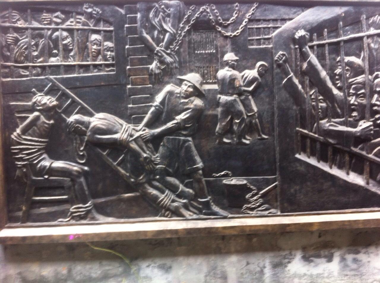 Hanoi Hilton'un duvarlarındaki işkence kabartmaları gözümün önünden gitmiyor
