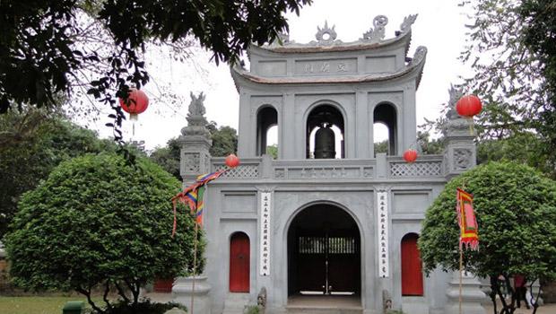 Adı edebiyat olan bir tapınak. Hanoi'nin orta yerinde. Edebiyat Tapınağı 1076'da kurulmuş bir üniversite.