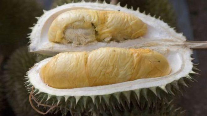 Durian: Endonezyada tanesi 5280 liraya satılan meyve 38