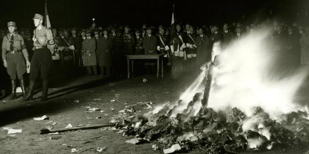 Nazi yaktığı kitaplar