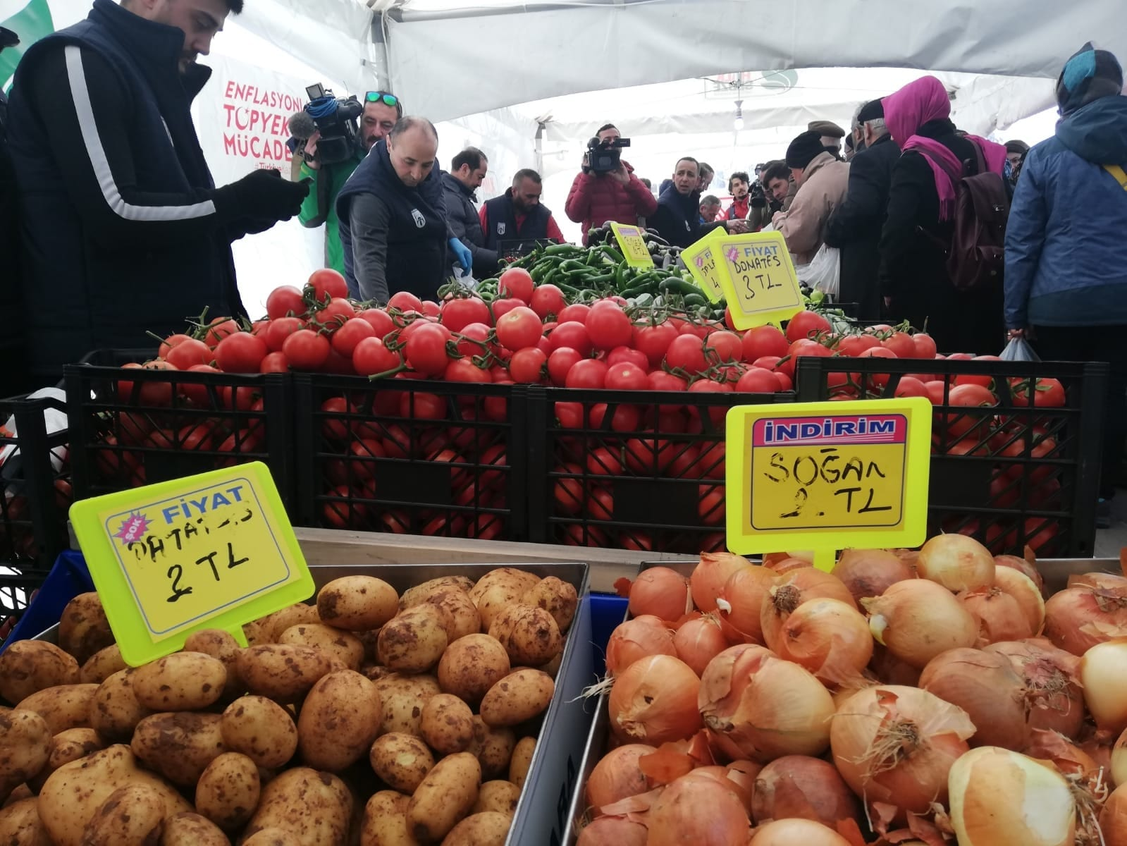 Tanzim Satış: Ankara'da 15 Tanzim Satış Noktasında Sebze Satışına Başlandı