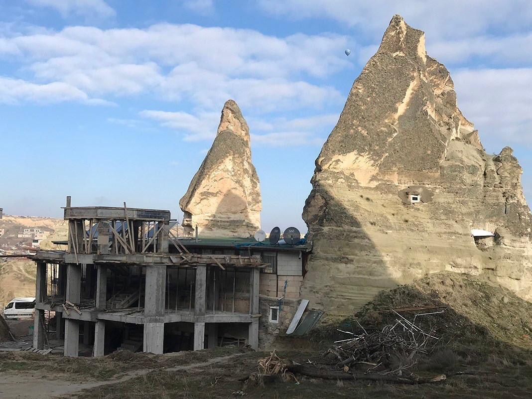 Ilber Ortayli Dan Kapadokya Daki Otel Insatina Tepki Bu Nasil Bir