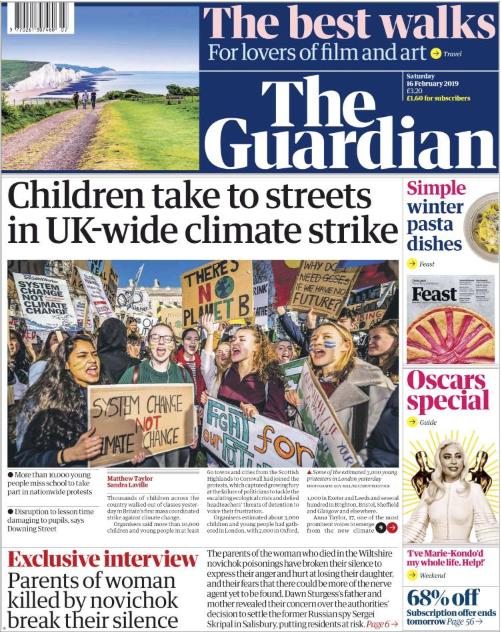THE GUARDIAN | BRİTANYA ÇAPINDAKİ İKLİM GREVLERİNE KATILMAK İÇİN ÇOCUKLAR DA SOKAĞA ÇIKTI - The Guardian'ın haberine göre binlerce öğrenci okula gitmeyip sokaktaki iklim değişikliği protestolarına katıldı. Londra'nın Parlamento meydanında bir araya gelip siyasetçilere çağrıda bulunan gençler iklim değişikliği yasalarına daha çok önem verilmesi gerektiğini belirtti ve yasaların daha kapsamlı olması gerektiğini vurguladı.