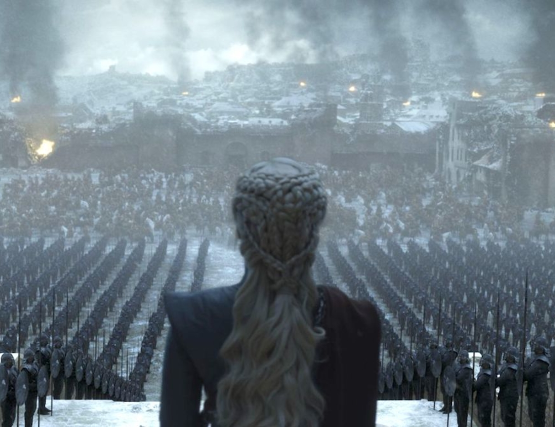 """Game of Thrones, 8. sezonuyla birlikte 10 yıla yayılan macerasını noktaladı. Ancak dizinin """"yoksunluk sendromuna"""" girmesi muhtemel izleyicilerine yeni bir hikayenin yapım aşamasında olduğu açıklandı."""