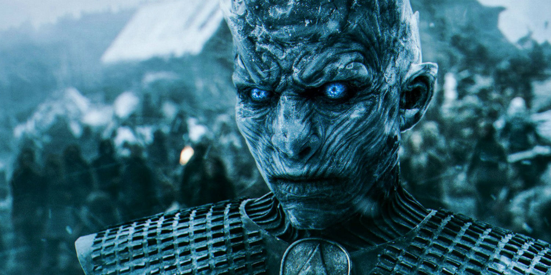 En karanlık zaman ifadesi ile ise White Walkers'ın dünyada ilk olarak ortaya çıktığı ve barışı sonlandırıp uzun yıllar sürecek sert kışı getirdiği dönem anlatılıyor.  Bu yeni seri ile Night King'in gerçek doğuş öyküsünün yanında Stark'lar ve Lannister'ların kadim husumetine de parmak basılması bekleniyor.
