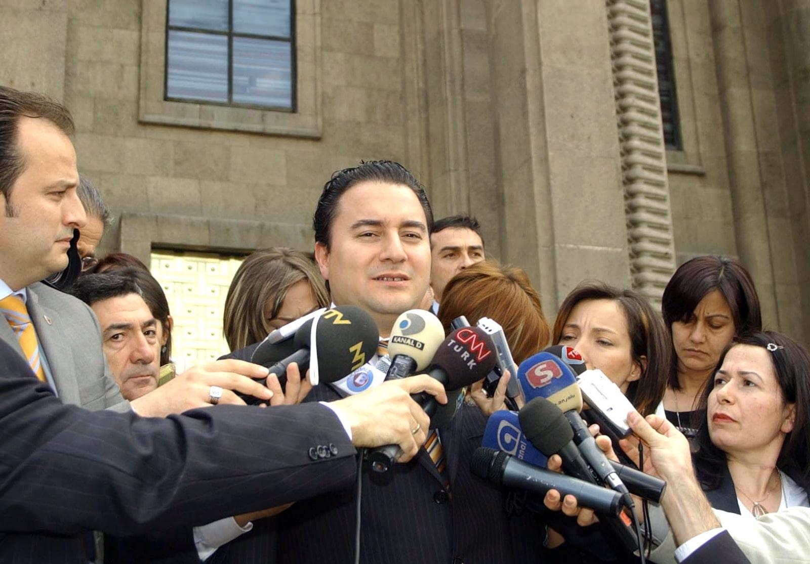 2007 yılında Tayyip Erdoğan tarafından Dışişleri Bakanlığı'na getirildikten sonra ekonomi politikasını tayin edici isimlerden biri oldu. 2009 yılında Dışişleri Bakanlığı koltuğunu Ahmet Davutoğlu'na devrederek Ekonomiden Sorumlu Başbakan Yardımcısı olarak kabinedeki varlığını sürdürdü. 2011 genel seçiminden sonra da aynı görevi sürdürdü.