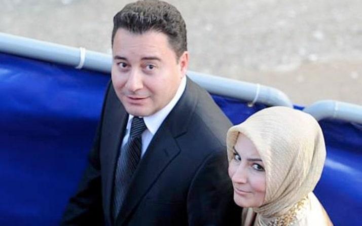 """Eşi Zeynep Babacan Ali Babacan'ın AKP'ye girişini """"Parti kurulurken ısrarlar üzerine eşim haftada birkaç gün ilgilenirim diye girdi partiye. Sonra her gününü ayırır hale geldi"""" diye anlattı."""