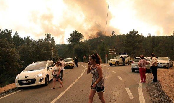 Yetkililerin yangının üçüncü gününde yaptığı duyuruya göre, yangın nedeniyle 1'i ağır 32 kişi yaralandı.