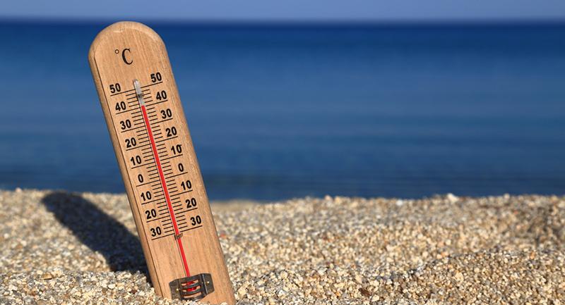 Sıcak havalarda insan vücudu, kan akışını deri yüzeyine doğru arttırarak terlemeyi hızlandırır, soluk alıp vermeyle de vücut kendi ısısını dengelemeye çalışır. Bu durum gerçekleşemediğinde güneş çarpması adı altında belirtiler ortaya çıkar.