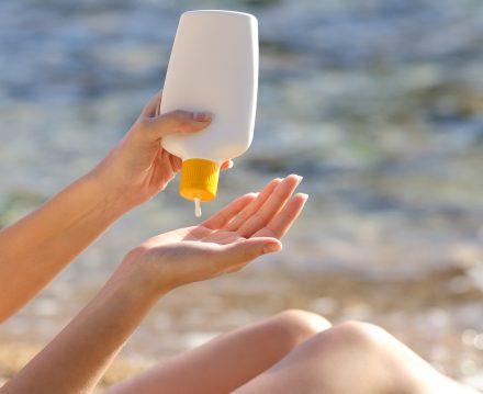 Ayrıca yaz boyunca güneş kremi ve güneş gözlüğü gibi koruyucuları ihmal edilmemeli.