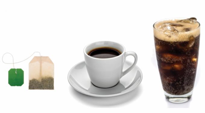 Güneş çarpmasından korunmak için vücudun su dengesini korumak çok önemli. Su yerine çay, kahve veya alkol tüketilmemeli; bu içecekler vücudun sıvı ihtiyacını arttırır.