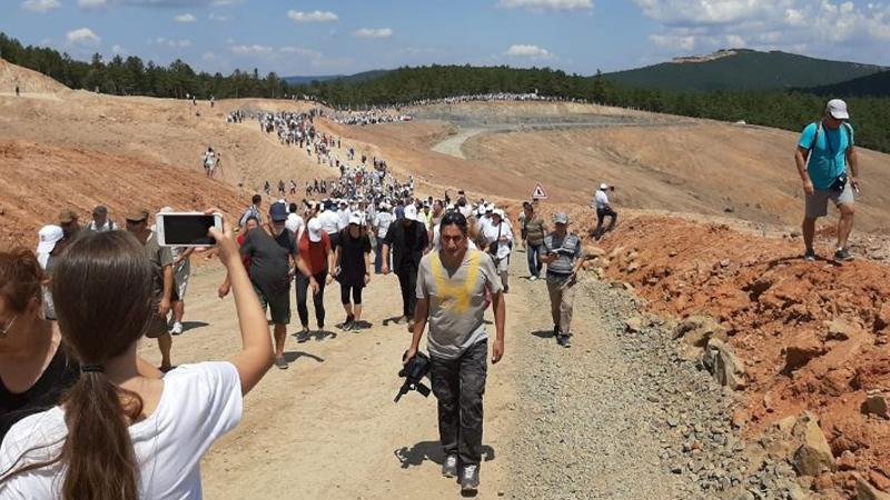 Kaz Dağları'nda Su ve Vicdan Nöbeti: Binlerce kişi, tel örgülerle korunan şantiyeye girdi