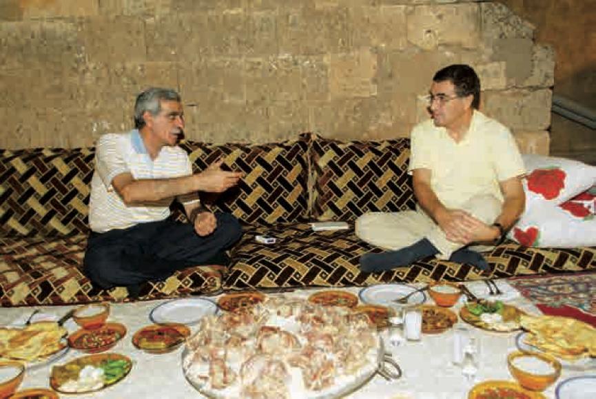 Hasan Cemal ve Ahmet Türk Kasrı Kanco'nun terasında