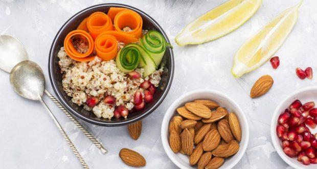 Kaliteli yağlar uzun süreli tokluk ve enerji sağlarken yağda çözünen vitaminlerin vücutta kullanılmasında da görev alıyor. Bunun yanında karbonhidrat ağırlıklı diyetler kısa sürede acıkmaya neden oluyor ve yemek yeme eğilimini arttırıyor. (T24)
