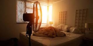 Uyurken oda sıcaklığının çok yüksek olması: Cell Press'te yayımlanan bir araştırma uyurken oda sıcaklığının biraz serin olmasının kilo kontrolüne olumlu etkilerini ortaya koydu. Japonya'da yapılan araştırma 6 hafta boyunca 16-17 derecede uyuyanlarda kayda değer bir kilo kaybı görüldü.