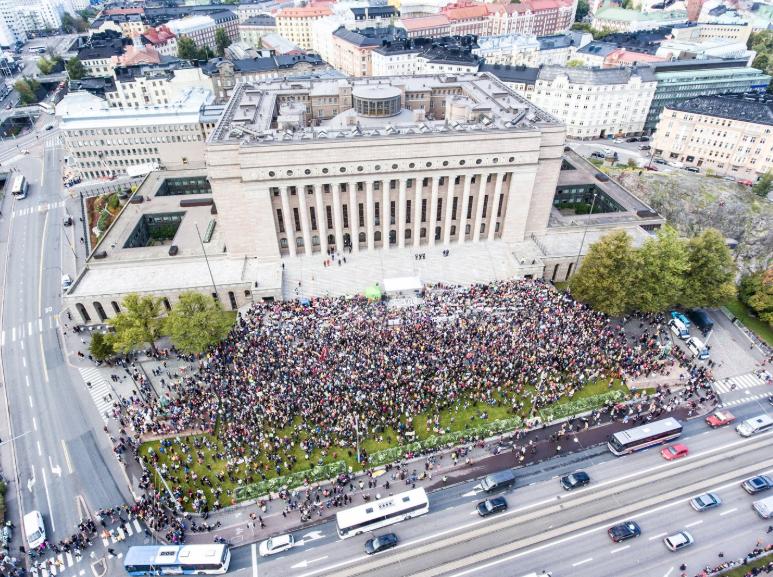 Binlerce öğrenci yine sokakta: Dünyanın dört bir yanından iklim için okul grevi kareleri