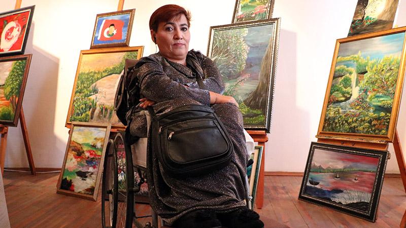 Engelleri aşan Narin Işık'ın kişisel resim sergisi Yozgatlılarla buluştu