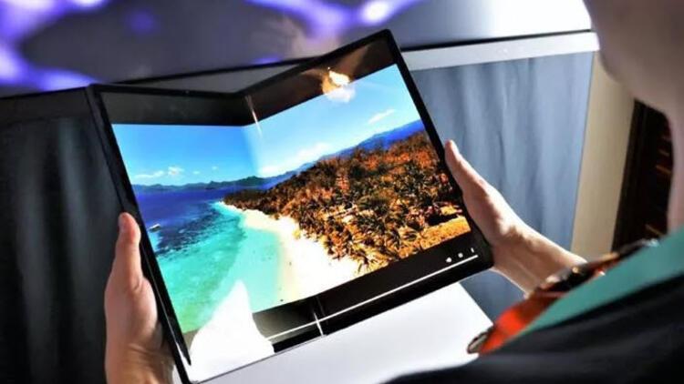 Intel'den katlanabilen tablet   Intel, ekranı katlanabilen yeni bir tablet tanıttı. Horseshoe Band ismini taşıyan özel tablet, OLED ekran teknolojisini kullanıyor.Büyük ekranı sayesinde Horseshoe Bend, katlanılıp masa üzerinde kullanıldığında geleneksel dizüstü bilgisayar boyutuna çok daha yakın hissettiriyor