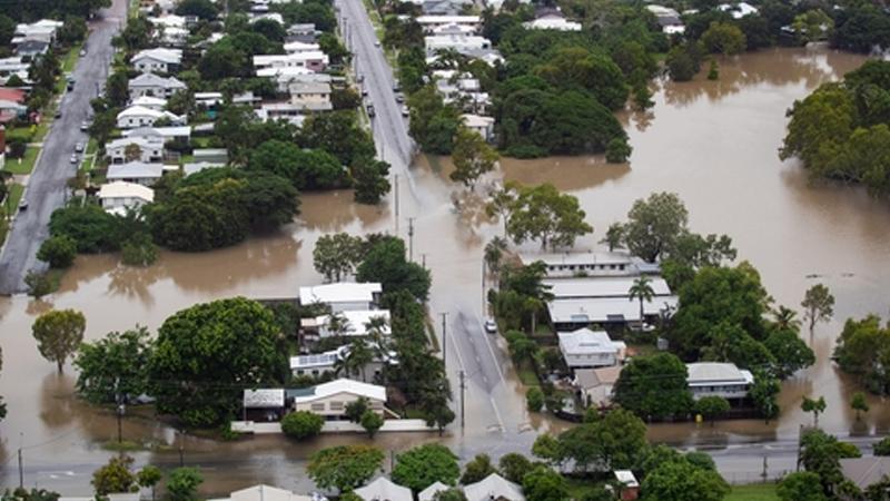 Yangınlarla mücadele eden Avustralya'da şimdi de yüzyılda bir görülen şiddetli yağmur ve sel yaşanıyor