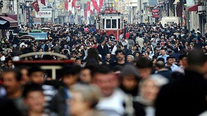 """""""'Türkiye'nin en önemli sorunu ekonomi' diyenlerin oranı yüzde 58, 'terör' diyenlerin yüzde 18″"""