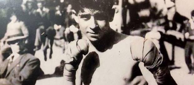 24 yaşında Türkiye'nin ilk profesyonel boksörü olan Zakaryan, Galatasaray'da İstanbul ve Türkiye amatör şampiyonu oldu.