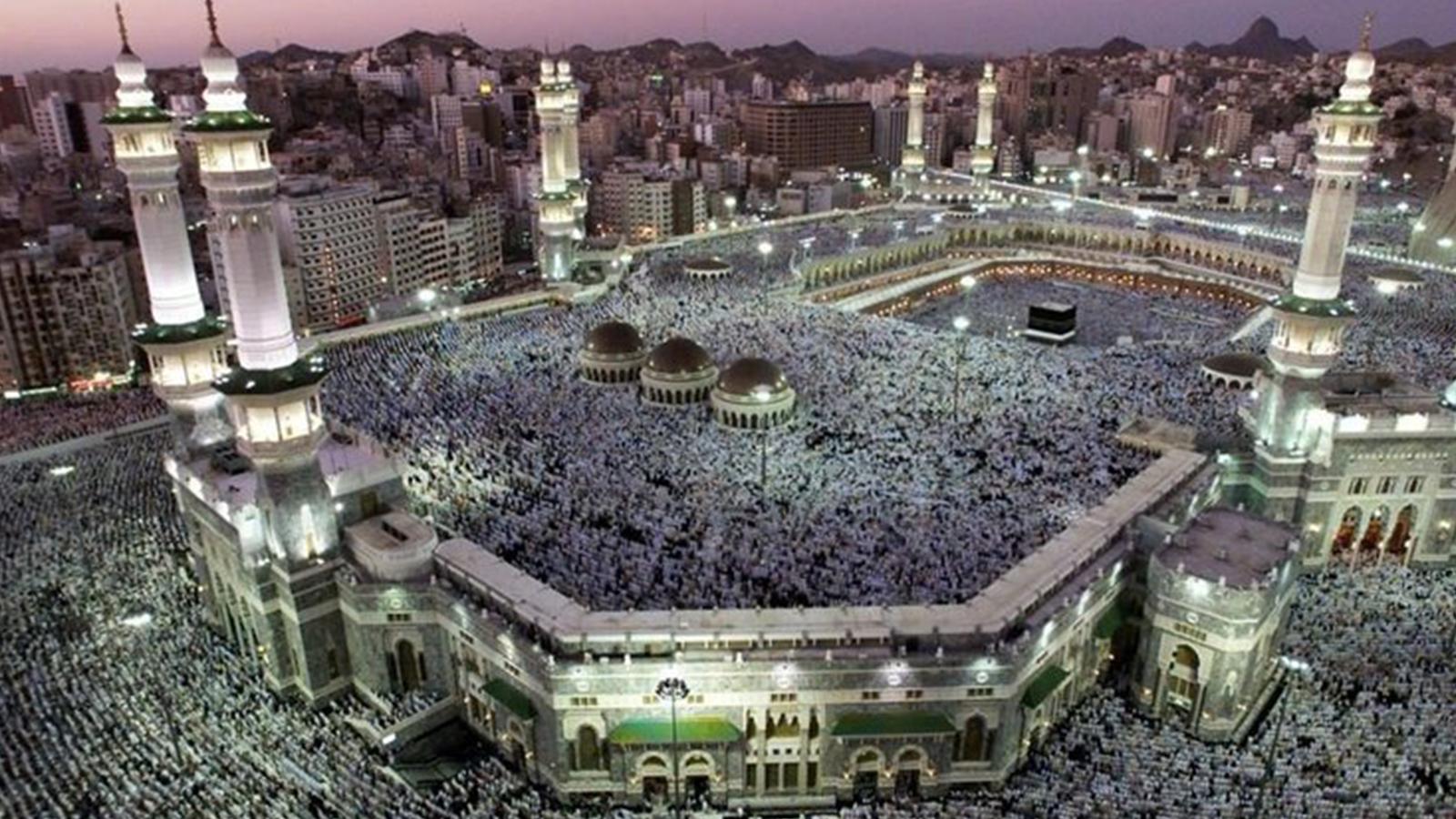 Koronavirüs | Suudi Arabistan'da Mekke ve Medine'deki kutsal camilerde de  namaz durduruldu