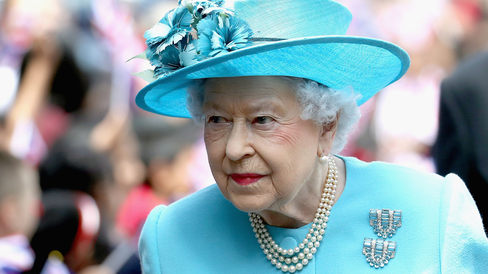 Kraliçe Elizabeth 68 yıllık hükümdarlığında dördüncü kez ulusa ...