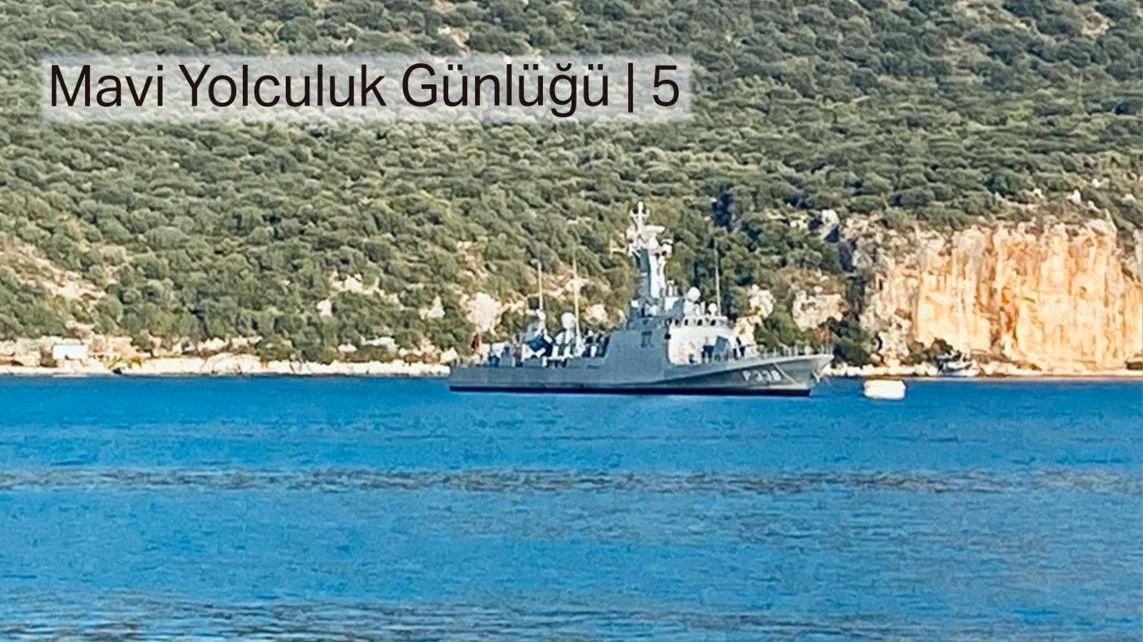 Uyanıyorum, karşımda savaş gemisi... İki tane askeri helikopter, pata pata... Dolara bakıyorum, uçuyor! 2