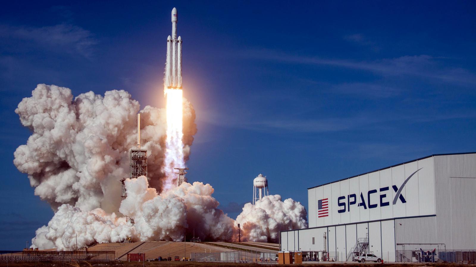Elon Musk'ın şirketi SpaceX, Turksat 5A'yı uzaya gönderecek