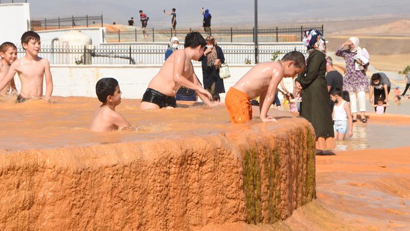 İl merkezine 31 kilometre uzaklıkta bulunan Sıcak Çermik Termal Turizm Bölgesi'nde hayata geçirilen Altınkale Projesi, henüz tamamlanmamış olmasına rağmen ilgi görmeye başladı