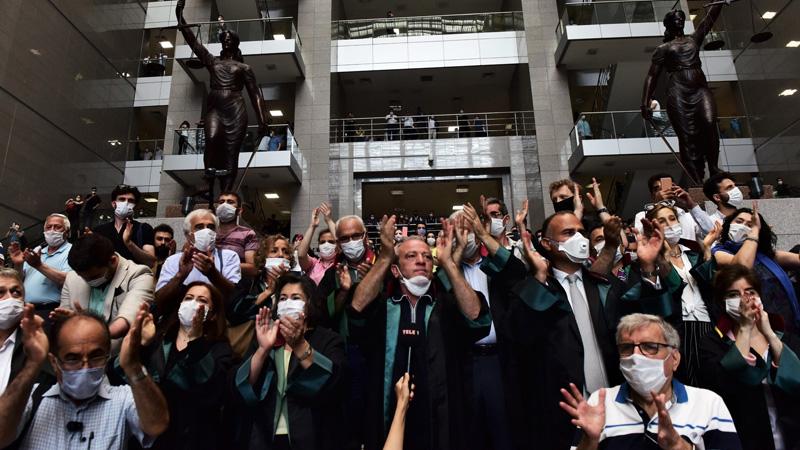 Avukatlardan, İstanbul Barosu Genel Kurulu için çağrı: Erteleme kararı yok hükmündedir!