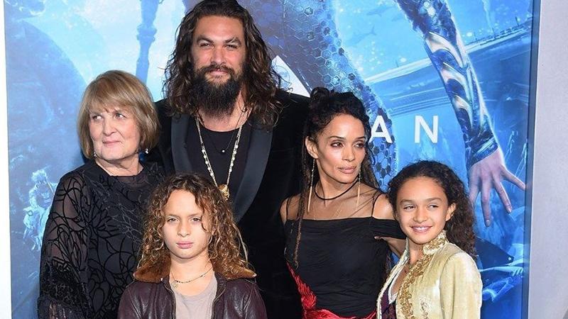 Momoa, diziden ayrıldıktan sonra eşi Lisa Bonet, çocukları Lola ve Nakoa-Wolf ile birlikte yıllarca faturalarını zar zor ödediklerini anlattı.