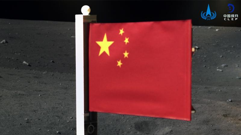 Çin bayrağı Ay