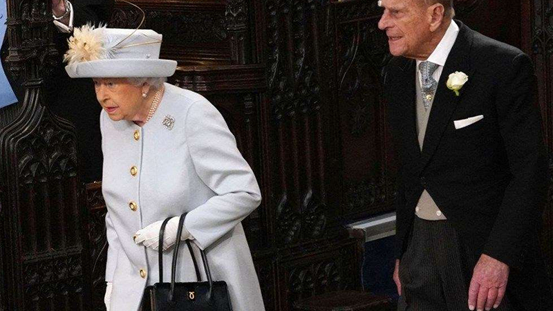"""Antrenman - Yazara göre Kraliçe, tempolu yürüşler ve at binme gibi kendisi açısından daha makul egzersizlerin yararına inanıyor.  Kozlowsk da """"Araştırmaların, bireylerin uygulamaya devam ettiği egzersiz türlerinin zevk aldığı türler olduğunu"""" söyledi."""