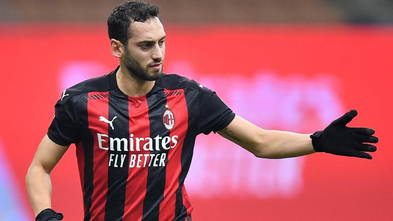 Milan teknik direktörü Stefano Pioli: Hakan Çalhanoğlu'nun takımda  kalacağına eminim