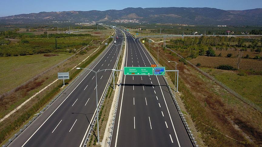 Ücretler minibüsler için 29,10 TL'den 36,50 TL'ye, otobüsler için 54,10 TL'den 67,50 TL'ye, kamyonlar için 137,30 TL'den 171,50 TL'ye, tırlar için 170,80 TL'den 213,50 TL'ye, motosikletler için 15,35 TL'den 19,90 TL'ye yükseldi.