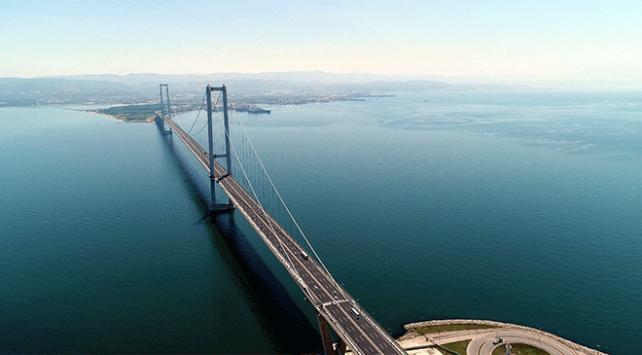 Yap işlet devret modeliyle yapılan ve dolar üzerinden araç garantisi verilen projelerden Osmangazi Köprüsü'nde geçiş ücretleri yüzde 25,1 oranında zamlandı.