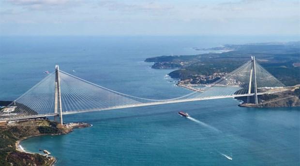 Yap işlet devret yöntemiyle yaptırılan ve yine dolarla araç geçiş garantisi verilen projelerden İstanbul'daki üçüncü köprü Yavuz Sultan Selim Köprüsü'nde bir otomobilin geçiş ücreti yüzde 25,5 artışla 21,90 TL'den 27,50 TL'ye yükseldi.