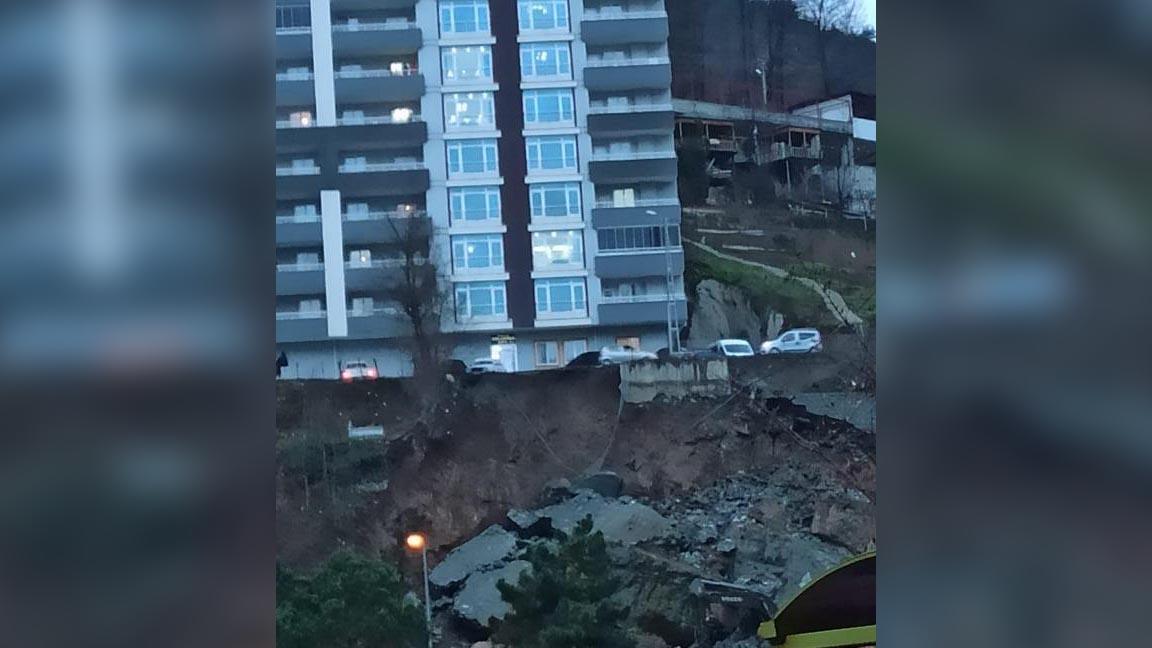 Borçka'da istinat duvarı çöktü, 14 katlı bina tahliye edildi
