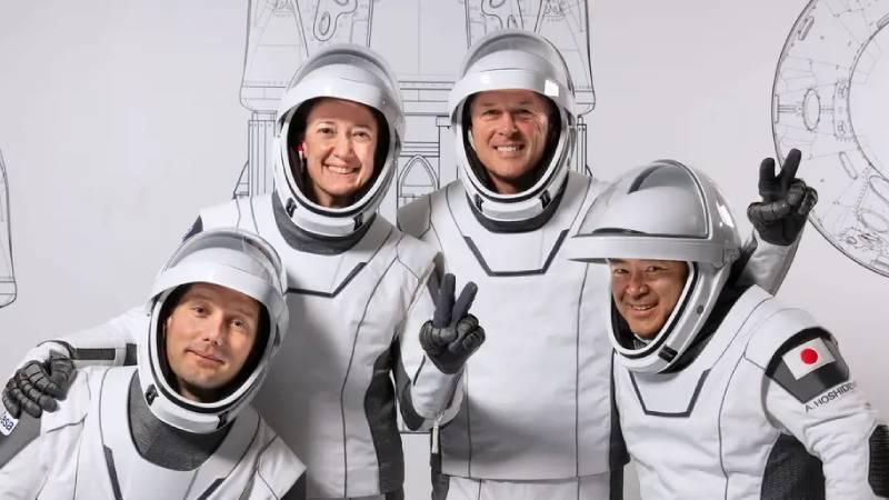 NASA, Space X roketi ile 4 astronotu uzaya fırlattı