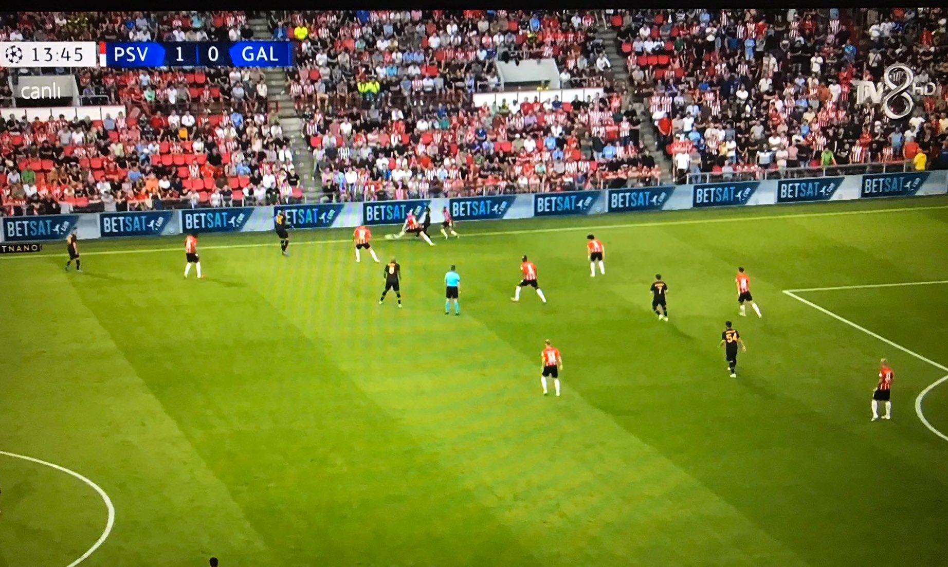 TV8'de ekranlara gelen maçın ilk 30 dakika donması, kesintiler yaşanması ise futbolseverlerin tepkisine yol açtı. Maçın sık sık donması da sosyal medyada konuşulan olaylardan oldu.