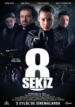 """Haftanın yerli yapımları arasındaki Buğra Kekik'in yönetmen koltuğunda oturduğu ve senaryosunu kaleme aldığı """"Sekiz"""", suç ve gizem türünde filmseverlerin beğenisine sunuluyor.     Film, yıllar önce bir avukat tarafından üzeri kapatılan bir kazaya neden olan bir şarkıcının yaşadıklarını konu ediniyor."""