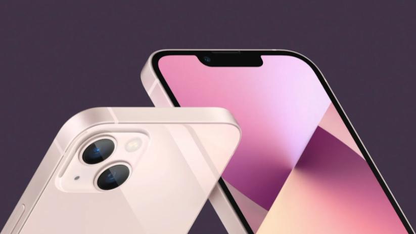 iPhone 12 serisi ile iPhone 5'de kullanılan kalın kasa tarzınageri dönen, ayrıca diğer ürünlerinde de bu tasarımı benimseyenApple,iPhone 13 ile bu geleneğini sürdürdü. Akıllı telefon pazarında son dönemlerde liderliği rakiplerine kaptıran şirket, yeni akıllı telefonlarıyla bu düşüşü de tersine çevirmeyi hedefliyor.