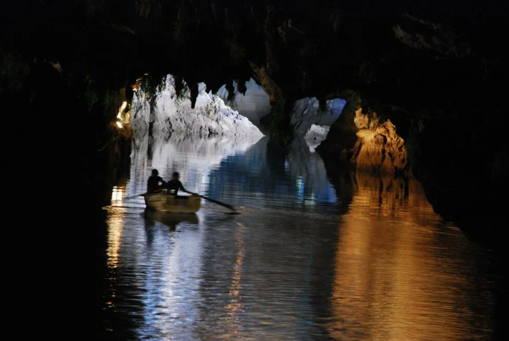 Mağara son 5 yılda Antalya turizminin en ilgi çekici merkezlerinden biri haline geldi. Gezi botları ile mağaranın muhteşem doğa güzelliklerini keşfe çıkan ziyaretçileri, özellikle beyaz travertenler, sarkıtlar ve dikitler hayran bırakıyor.