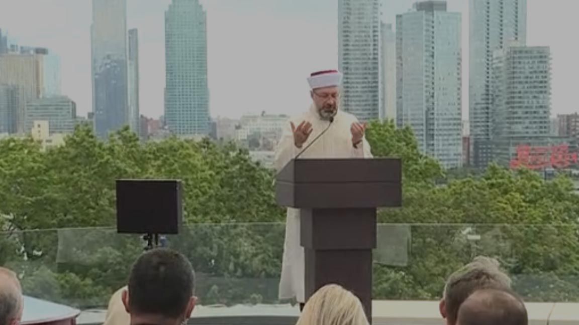 Diyanet İşleri Başkanı Erbaş, New York'ta Türkevi'nin açılışında dua etti