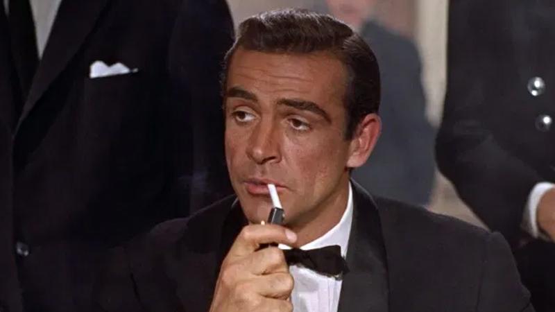 James Bond aslında kitaptan uyarlama: Bond serisi, izleyicilere sinemalarda ulaşmasıyla biliniyor. Ancak James Bond, aslında gazeteci ve yazar Ian Fleming'in 1953 yılında kaleme aldığı, ilk kitabı Casino Royale isimli roman olan seriye dayanıyor. Fleming'in eserinin ilham kaynağı ise II. Dünya Savaşı döneminde Beyaz Tavşan lakabını kullanarak görev yapan ajanlardan biri olan Yeo-Thomas. Hatta Yeo-Thomas'ın Winston Churchill ile bağlantısının olduğu da söyleniyor.