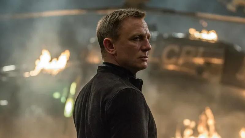 Bond kaç kez vuruldu: Filmi en az bir kere izleyenler bile James Bond'un defalarca vurulduğuna tanık olmuştur. NME'ye göre 2012 itibariyle Bond, toplamda 4.662 defa vuruldu. Ardından vizyona giren Skyfall, Spectre ve izleyiciyle çok kısa bir süre önce buluşan No Time to Die ile bu sayı muhtemelen oldukça artmış olmalı.