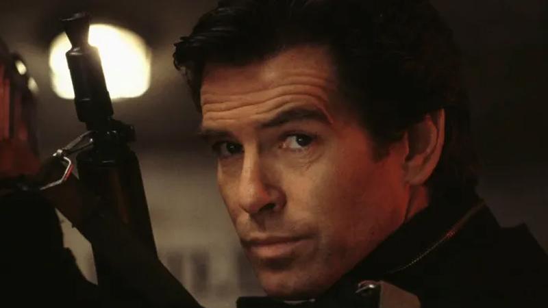 GoldenEye isminin ilham kaynağı: James Bond  17. Bond filmi olan GoldenEye, ismini spesifik bir lokasyondan alıyor. GoldenEye ismi, yaşadığı süre boyunca serinin 24 filminden yalnızca 2 tanesini izleme şansı bulan Ian Fleming'in 14. romanını yazdığı, Jamaika'da bulunan malikânesinden geliyor.